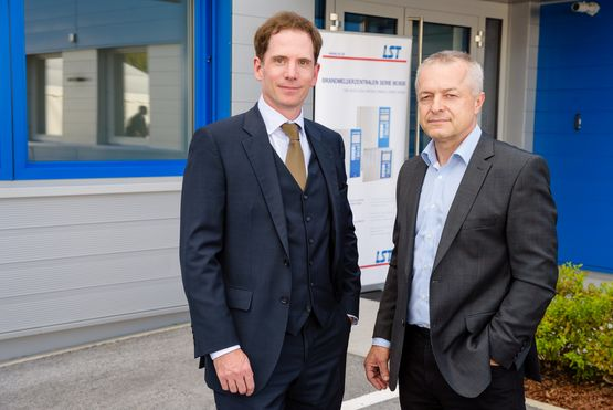 LST's Managing Director Dipl.-Ing. Stefan Friedl with Branch Manager Ing. Gerhard Fassl